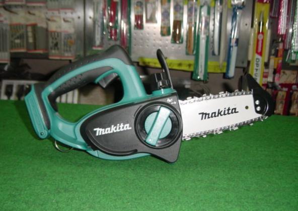 マキタ UC121DZ 14.4V-115mm充電式チェーンソー バッテリ・充電器別売 新品