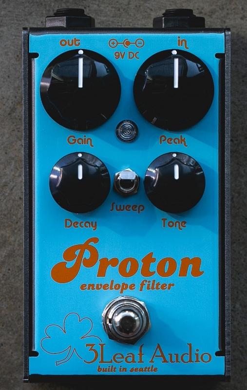 【レビューを書いて次回送料無料クーポンGET】3Leaf Audio Proton v3 Envelope Filter PR-2 2018 Custom color - Gulf Livery- エフェクター【1年保証】【3 Leaf Audio】【スリーリーフオーディオ】【新品】
