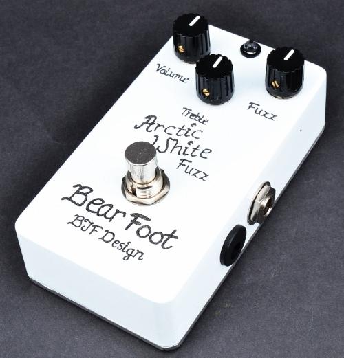 【レビューを書いて次回送料無料クーポンGET】BearFoot Guitar Effects Arctic White Fuzz エフェクター【メーカー1年保証】【ベアフット】【ファズ】【新品】