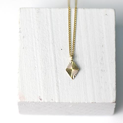 18金 ネックレス hirondelle(イロンデール)k18 hn-358 ラディエーション ネックレス/ダイヤ【送料無料】 市場