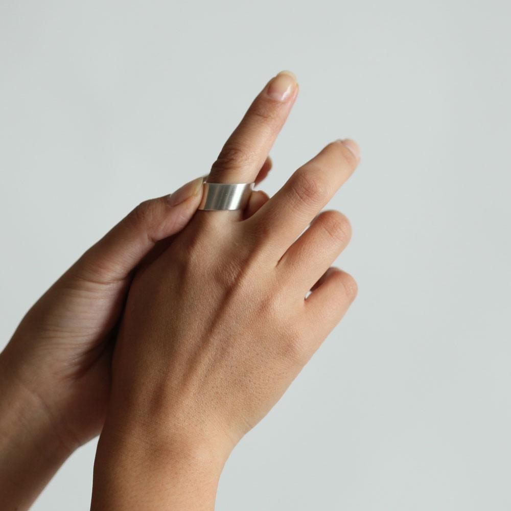 siki(シキ) / SK-R34-SV スロープリング ワイド / シルバー【送料無料】シルバーアクセサリー 指輪 プレゼント ギフト シンプル デザインリング 女性 誕生日プレゼント 幅広