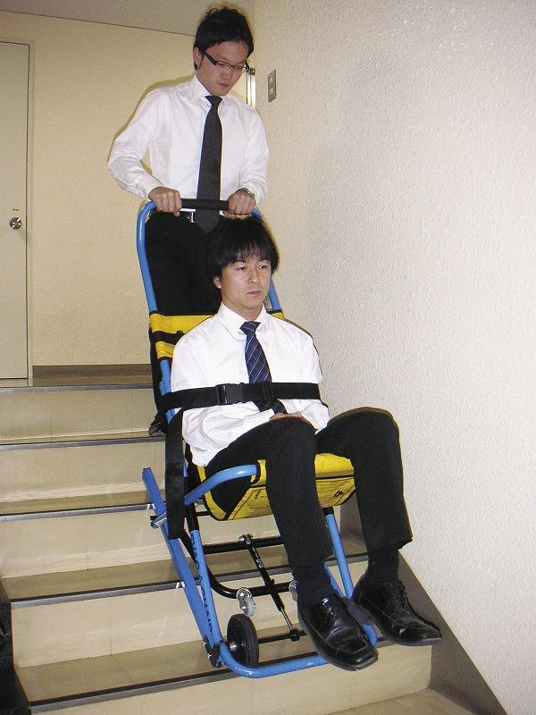 階段避難車〈イーバックチェア〉(スタンド付)
