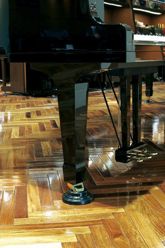 ピアノ転倒防止具〈ニューストップ〉グランドピアノ用(黒・3個組)