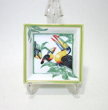 エルメス・トゥカン 8cm正方形皿 3羽