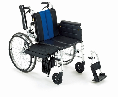 (代引き不可)ミキ トランスファーボード付きアルミ自走式式車いす ラクーネ2 LK-2 ノーパンクタイヤ仕様 介護用品