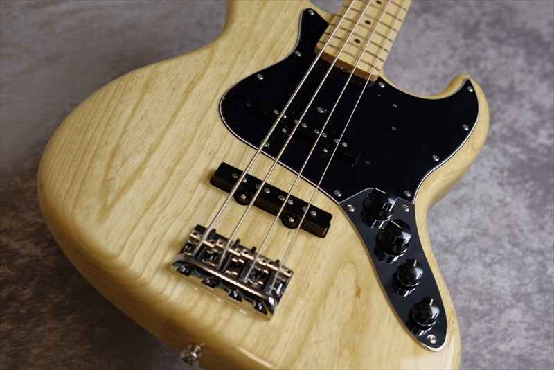 Fender  Made in Japan Limited Active Jazz Bass, Maple Fingerboard, Natural