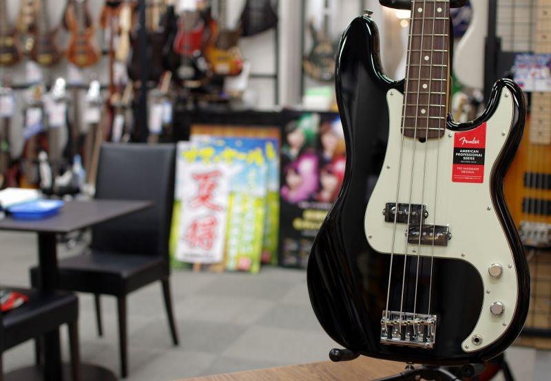 Fender USA AMERICAN PROFESSIONAL PRECISION BASS® BLK/R 【フェンダー】【プレシジョンベース】【アメリカン・プロフェッショナル】【送料無料】【チョイキズ特価】