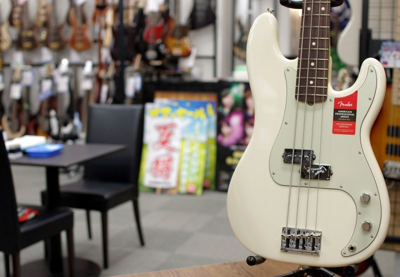 Fender USA AMERICAN PROFESSIONAL PRECISION BASS® VWHT/R 【フェンダー】【プレシジョンベース】【アメリカン・プロフェッショナル】【送料無料】