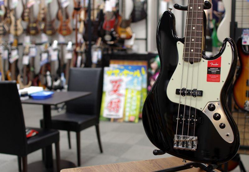 Fender USA American Professional Jazz Bass Black/R【フェンダー】【ジャズベース】【アメリカン・プロフェッショナル】【送料無料】