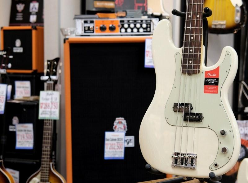Fender USA AMERICAN PROFESSIONAL PRECISION BASS® Olympic White/R (S/N,US17054240)【フェンダー】【アメリカン・プロフェッショナル】【プレシジョンベース】