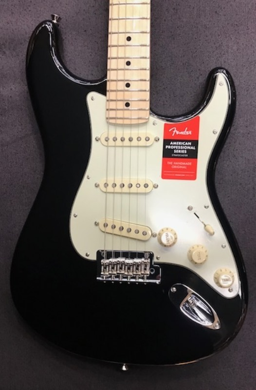 Fender American Professional Stratocaster ~Black / Maple Fingerboard~ #US17082970 【3.47kg】【フェンダー】【アメリカン・プロフェッショナル】【ストラトキャスター】