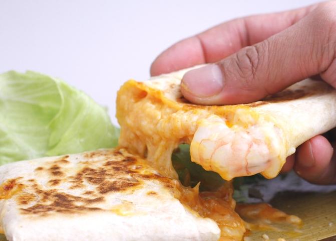 エルボラーチョのブリトー シーフードブリトー ☆最安値に挑戦 ライスミックスシーフード とろとろチーズ 与え レンジで簡単