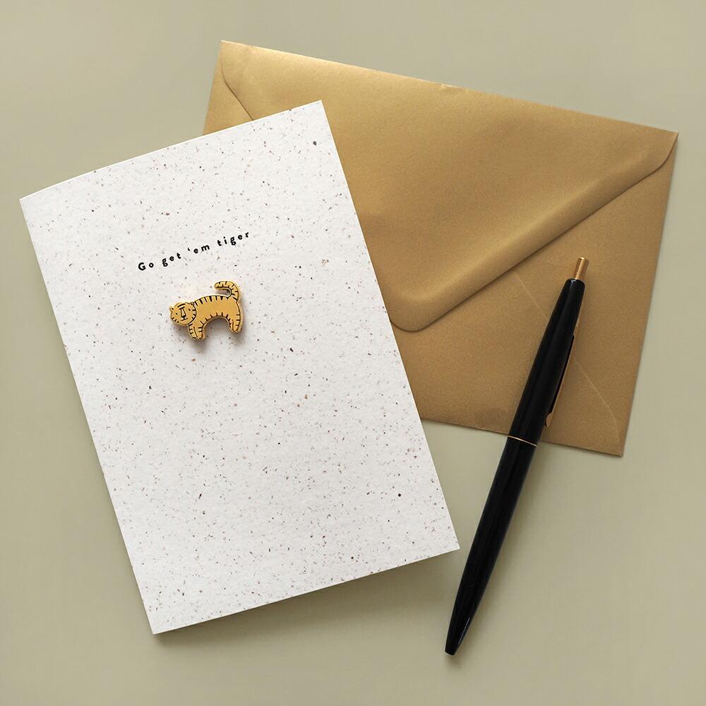 カバンやポーチにつけられるピンバッジ付きグリーティングカード OLD ENGLISH ENAMEL 再再販 PIN プレゼント ギフト 卸直営 メッセージ 誕生日 グリーティングカード