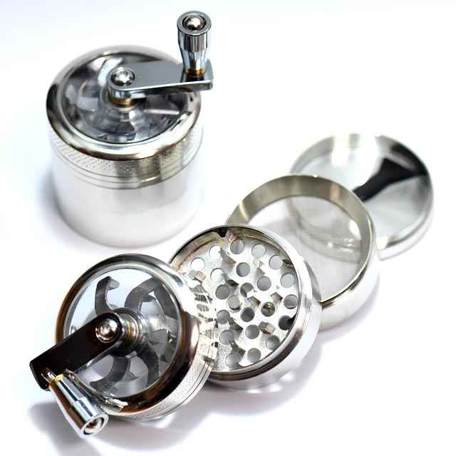 パイプなどに使う葉を砕くための喫煙雑貨 絶品 メタル素材 評判 ハンドル付 4層式高性能グラインダー