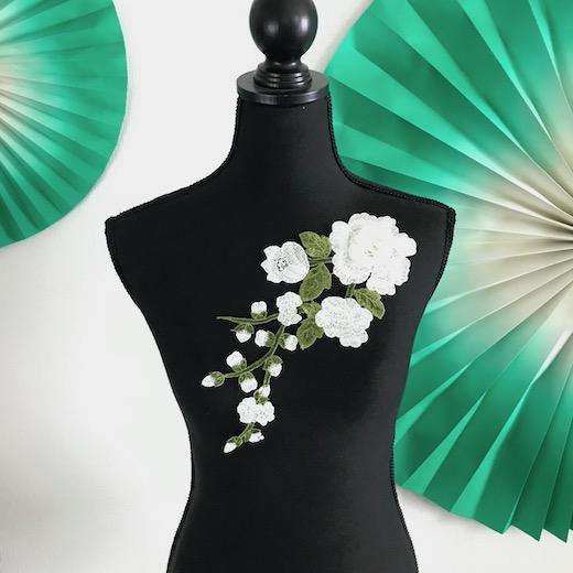 白いバラの刺繍モチーフになります バトン レオタード モチーフ 花 レースモチーフ 白 直営ストア (人気激安) 衣装 バラ ベリーダンス