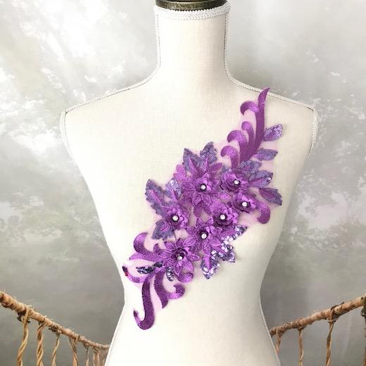 アウトレット品 チュールにステキなお花の刺繍とストーンを施したモチーフです ブランド激安セール会場 バトン レオタード モチーフ 衣装 花 舞台衣装 チュールモチーフ バレエ衣装 パープル 紫 新発売 装飾 レースモチーフ