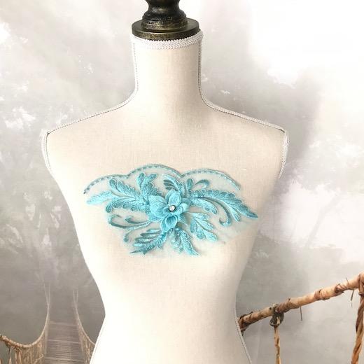立体的な花とストーン付きのブルーモチーフです バトン レオタード モチーフ 衣装 花 ブルー レースモチーフ チュールモチーフ 内祝い ストアー バレエ衣装 モチーフレース 立体的 ダンス衣装 ビーズ付き アップリケ