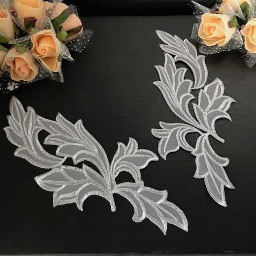 アイロン接着 シルバーの刺繍ワッペンモチーフです。 刺繍ワッペン アイロン接着可 シルバー グレー リーフ レオタードモチーフ アイロン用 モチーフ 装飾 バトントワリング バレエ衣装