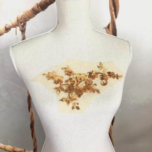 ゴールド花のスパンコールモチーフ になります スパンコールモチーフ ゴールド 金色 モチーフレース 花モチーフ 18%OFF レース モチーフ 希少 衣装 装飾 材料 新体操 衣装モチーフ 素材 レオタードモチーフ バトンモチーフ