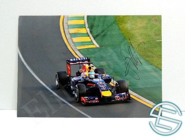 【送料無料】 セバスチャン・ベッテル 2014年 レッドブル・ルノー F1 直筆サイン入り A4サイズ 生写真(海外直輸入 F1 非売品グッズ)