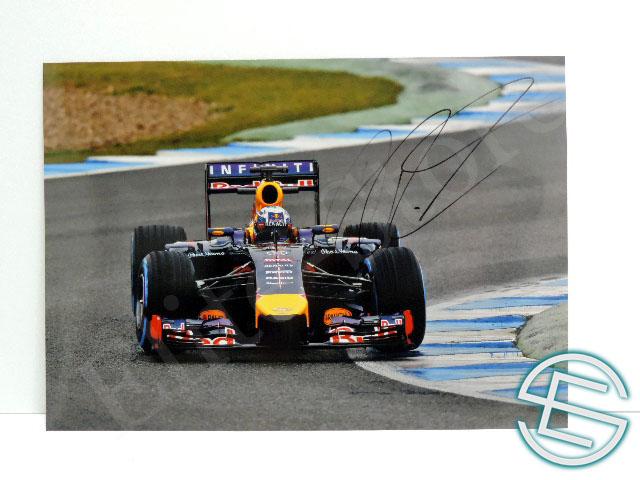 【送料無料】 ダニエル・リカルド 2014年 レッドブル・ルノー F1 直筆サイン入り A4サイズ 生写真(海外直輸入 F1 非売品グッズ)