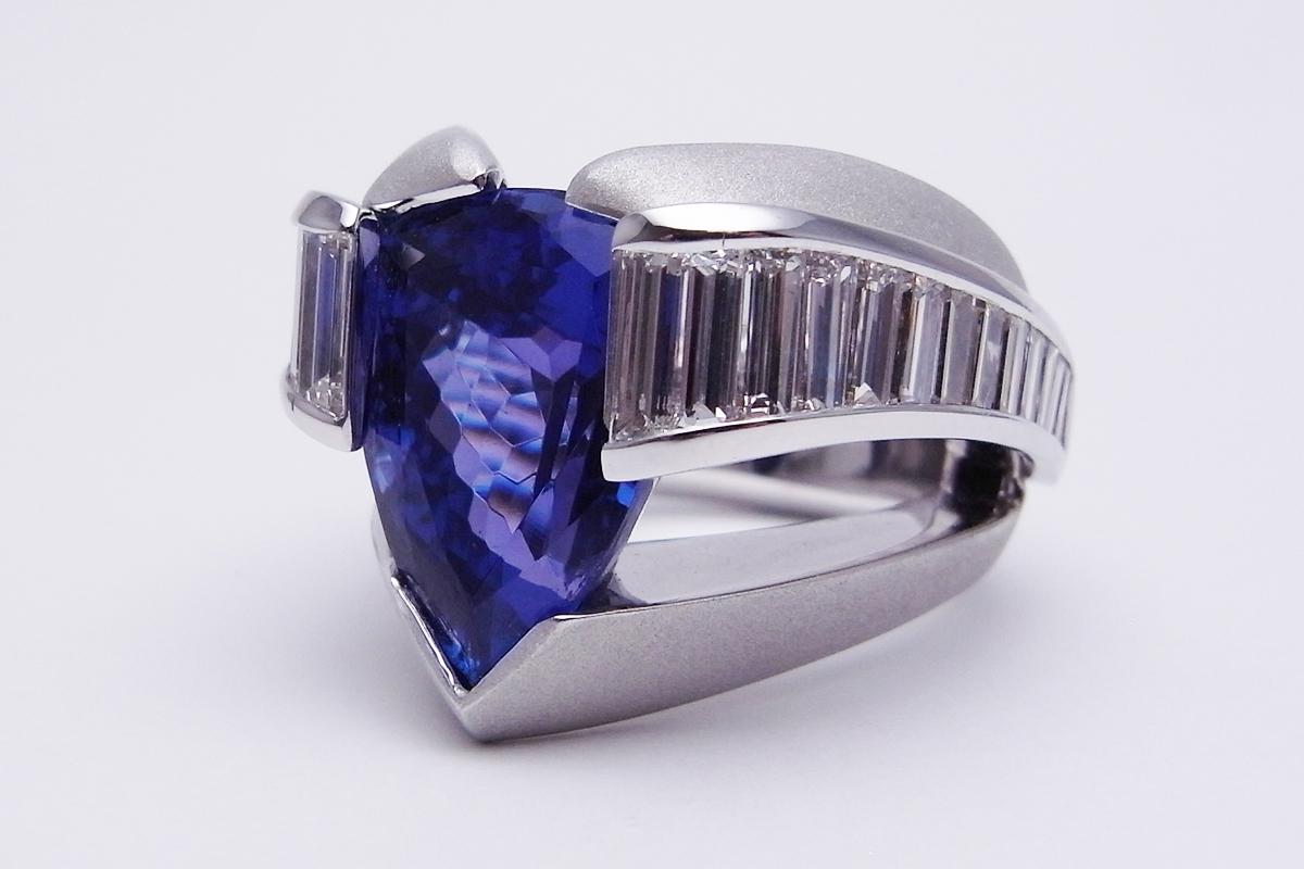 【値下げしました!】タンザナイトダイヤモンドリング750WG 28.3g【中古】程度A【smtb-m】