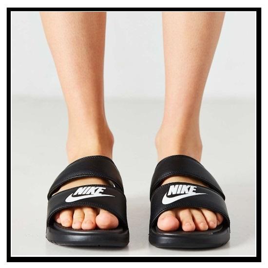 耐克 (Nike) 女性 BENASSI 双核处理器超幻灯片 (Benassi 双核处理器超幻灯片) 妇女健康淋浴凉鞋 (黑/白) 黑白 (819717 010) 无止境的旅途 (无休止的旅行)