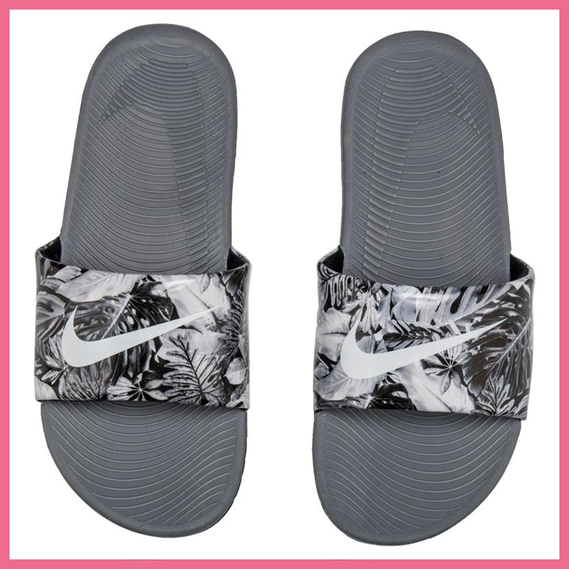 7ebc308e1 NIKE (Nike) KAWA SLIDE PRINT (GS) (kava slide print)  ウィメンズシャワーサンダルヘルシーベナッシボタニカル BLACK WHITE-COOL GREY (black   white   gray) ...