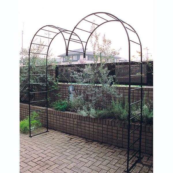 ガーデンアーチM型(幅241cm、高さ247.5cm)