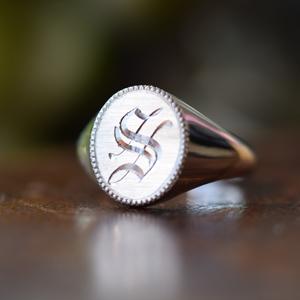 シグネットリング:シルバー ミディアム オーバル オーダー イニシャル:リング 指輪 アクセサリー ピンキーリング