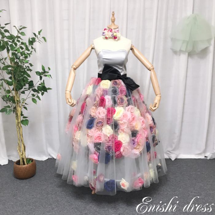 5f11d832da4d4 ウェディングドレス おしゃれ かわいい 豪華 エレガント 高級 グレー バラ 薔薇 造花 500個 蝶々 リボン カラフル