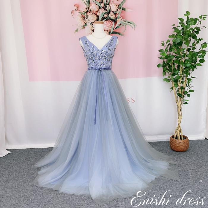 ウェディングドレス カラードレス ブルーグレー ハンドメイドビーズ ウエストリボン Vネック 結婚式 披露宴 二次会 前撮り パーティー おしゃれ インスタ映え 上品 高級感 豪華 華やか エレガント ゴージャス