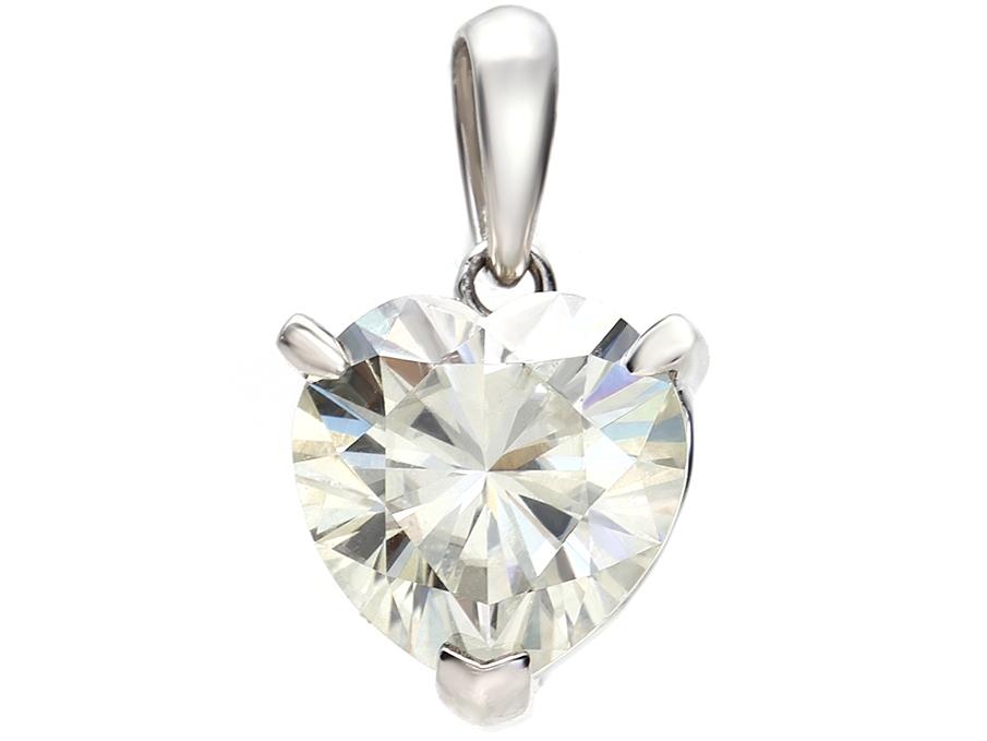 プラチナ(Pt900) モアッサナイト Forever BRILLIANT ハートカット ペンダント(ダイヤモンド1.8ct カラー:G-I/ クラリティ:VS1-VS2 相当)ダイヤモンドに次ぐ硬度とダイヤモンドを超える輝きを放つ人工宝石であり、ダイヤモンドの代替宝石としておすすめ致します。