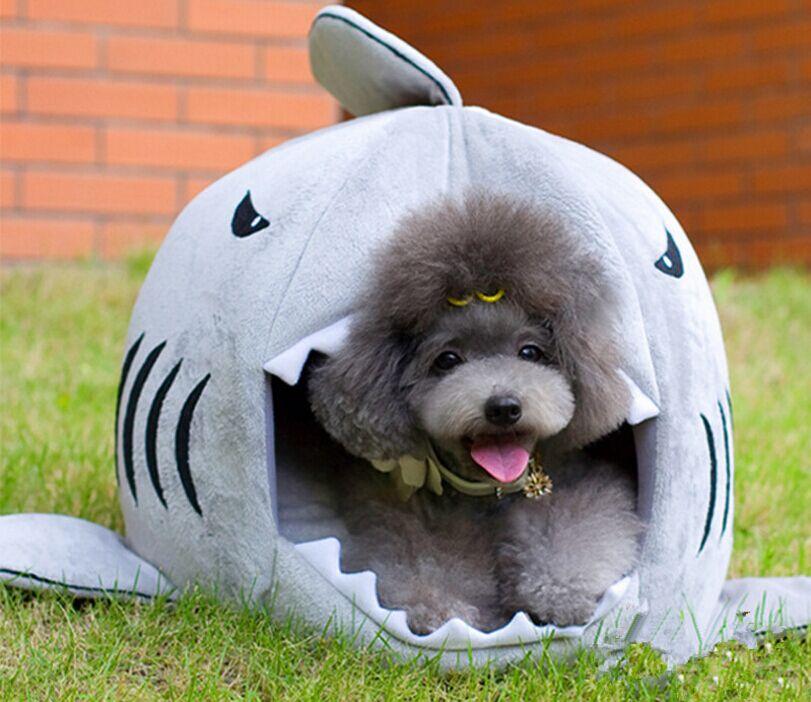 当店一番人気 ワンちゃんが喜ぶやわらかいふわふわの素材になっています サメ型ペットハウス 鮫型 猫 小型犬 ハウス 小動物 兼用 猫ベッド 最安値 サメ型 Sサイズ ソファ 犬ハウス 犬 猫ハウス