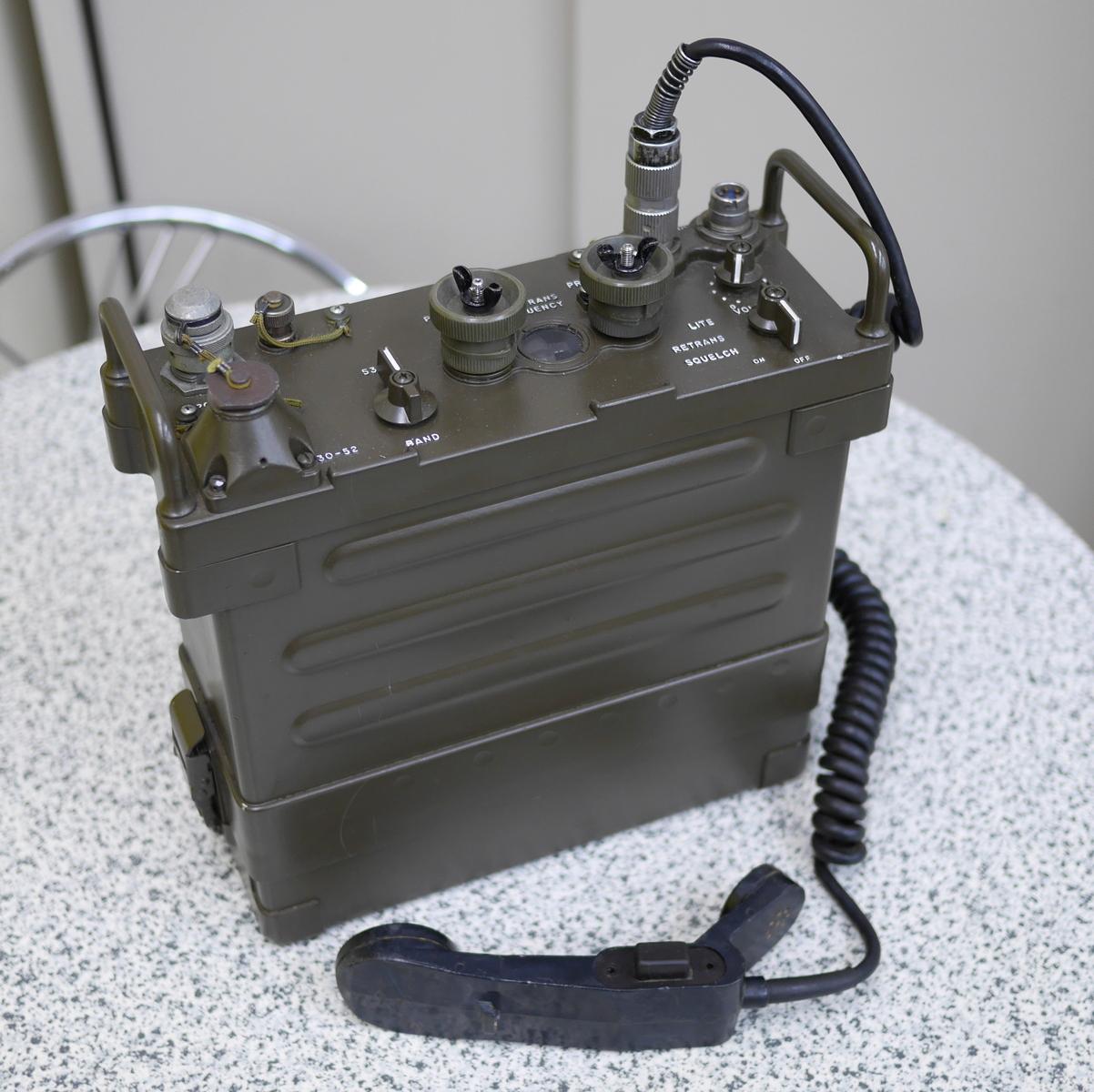 (実物) 米軍 携帯型軍用トランシーバー PRC-77