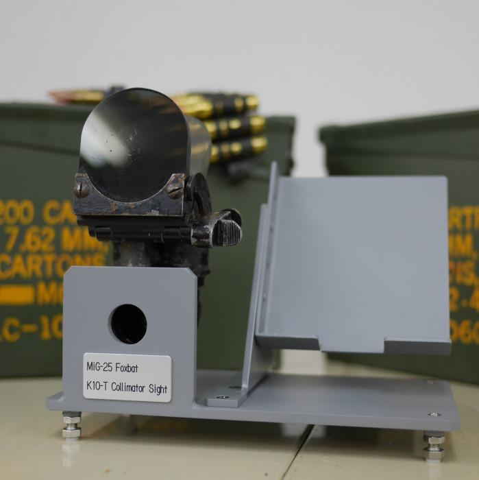 (実物) 戦闘機 (MiG25) 照準器 使用 スマートフォンスタンド ミリタリー雑貨