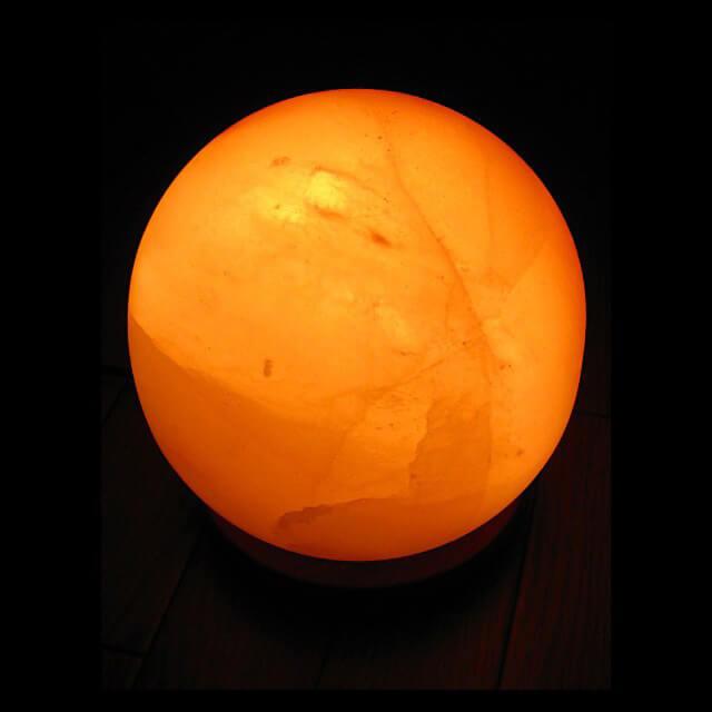 ヒマラヤの自然岩塩が生んだ癒しの輝きヒマラヤ岩塩ランプ ボールタイプ