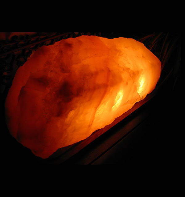 ヒマラヤの自然岩塩が生んだ癒しの輝きヒマラヤ岩塩ランプ マウンテンタイプ【送料無料・代引手数料無料】