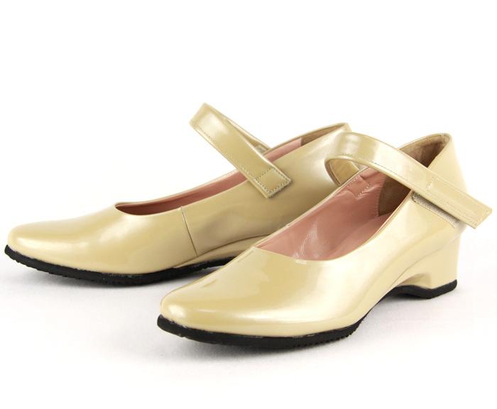 左右の足のサイズが違う方に 靴メーカーだから出来るサイズオーダーです フォーマルに 迅速な対応で商品をお届け致します デイリーに 一足は欲しい定番パンプス サイズ違いオーダー ストラップ付き高級ソフトラム革ウェッジパンプス 本革 ベージュ 黒 日本製 婦人靴 10P03Sep16 革 コンフォート ベラージオ 小さいサイズ 大きいサイズ エナメル 初回限定 パンプス
