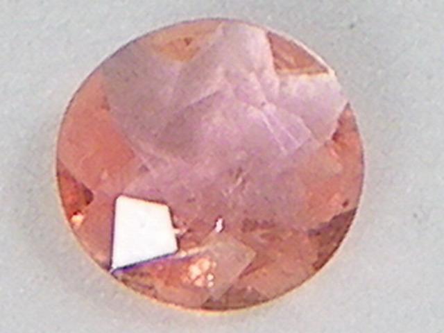 ピンクオレンジのレアストーン ヴェイリネナイト 0.13ct