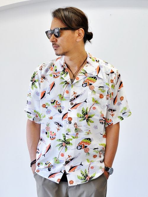 AVANTI DESIGNS SURF N HULA WHITE ハワイ ブランド アバンティ アロハシャツ オープンカラー 半袖シャツ  サーフ プリントシャツ シルクシャツ