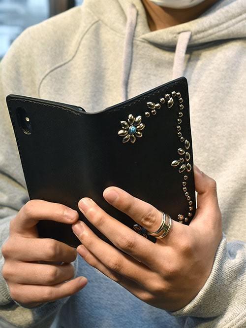 CROSSED ARROWS (クロッシード アローズ)スマートフォン ケース  iPhoneX 用 携帯ケース フラワータイプ携帯 スマホ アイフォン 手帳型 本革 レザー