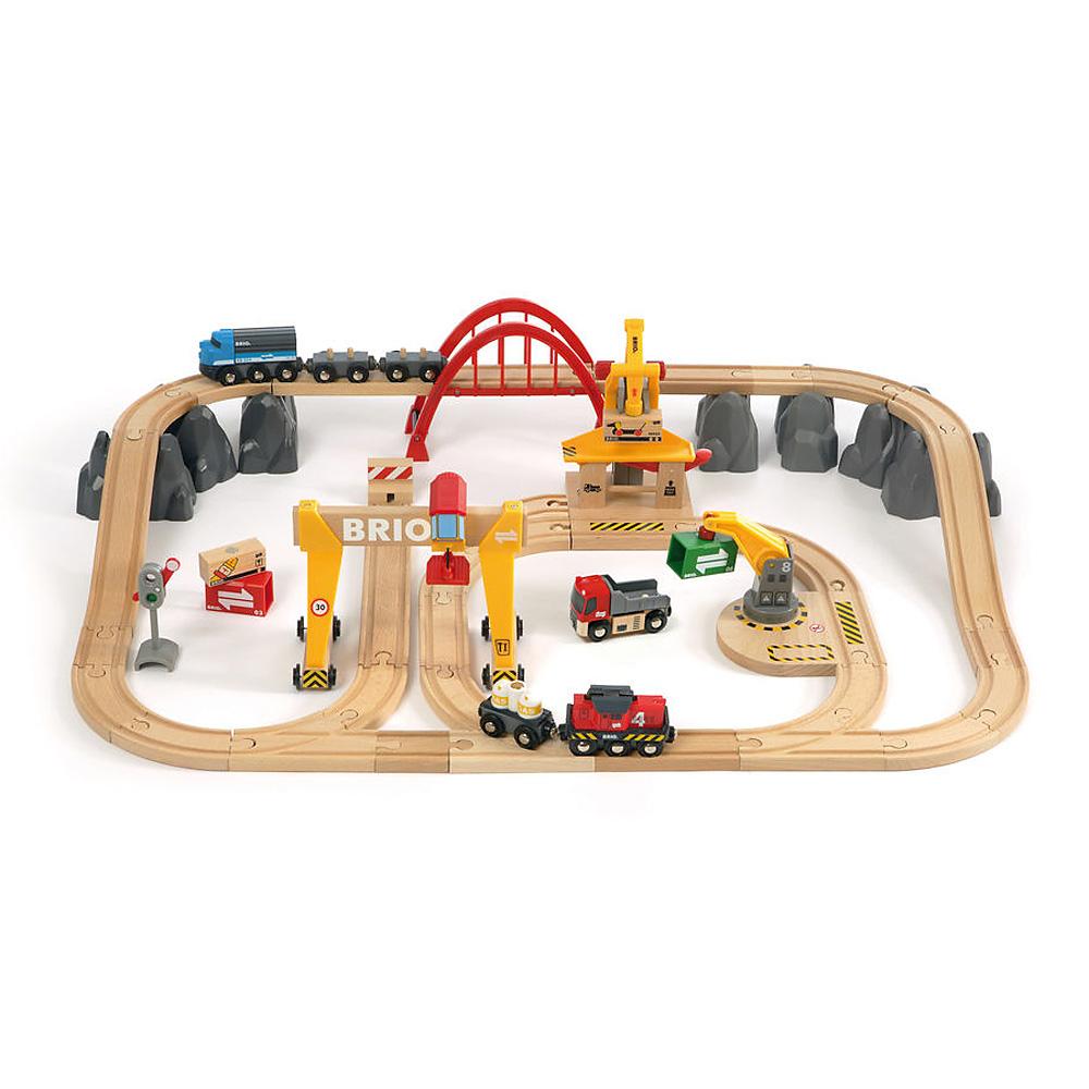 BRIO ブリオ レールウェイセット カーゴレールデラックスセット~BRIOの大人気玩具・木製レールセットリーズ!貨物列車がモチーフの豪華レールウェイセット。54ピース。【誕生日プレゼント 1歳半 2歳 3歳 男の子 木のおもちゃ 知育玩具 クリスマス 子供】