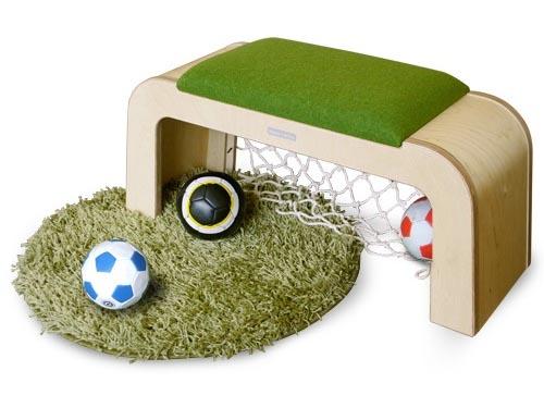 KooN クーン社 Rooney's Bench ルーニーズベンチ~楽しく機能的なデザインのファーニチャーを展開する韓国のKooN社によるサッカーゴールになるデザインのユニークな子供用ベンチです。【簡易ラッピング】