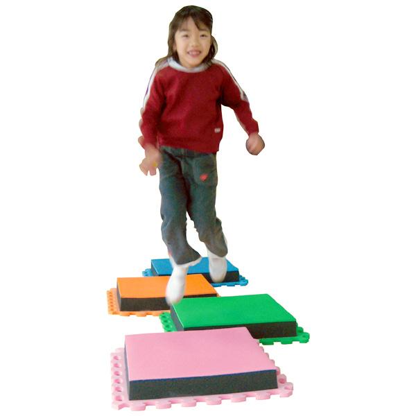 一歩社 はじめしゃ ソフトジャンピングマット 4枚組~一歩社(はじめしゃ)のお子さまの運動や運動会にオススメのおもちゃ・遊具。ソフトな素材の一人用ジャンピングマットです。