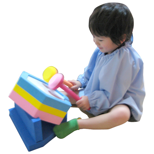 一歩社 はじめしゃ ソフトタイコ~一歩社(はじめしゃ)の電源・電池不要のエコな子供用楽器。ソフトなEVAスポンジ製の安全な太鼓です。