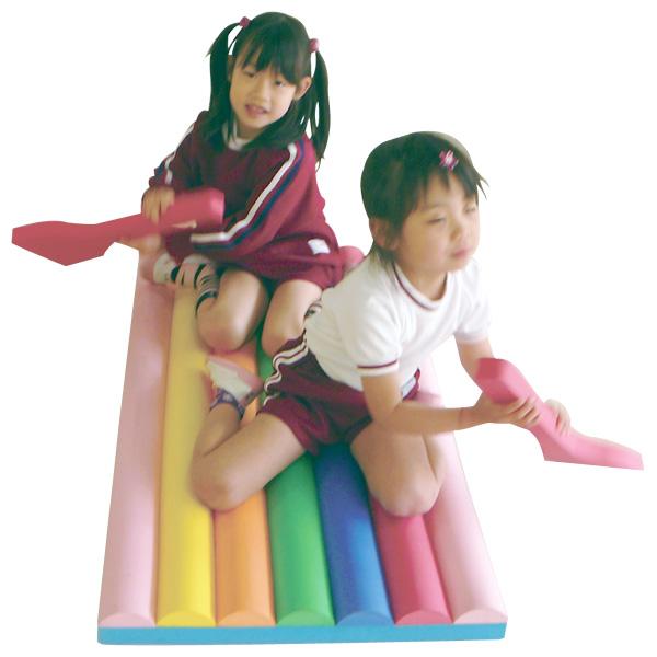 一歩社 はじめしゃ プールでイカダ~一歩社(はじめしゃ)のプール遊びに大活躍の水遊びのおもちゃ・遊具。プールに浮かべてオールでイカダ遊びが出来ます。