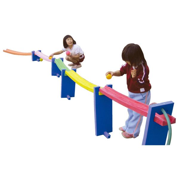 一歩社 はじめしゃ TOYトイ渡し~一歩社(はじめしゃ)のプール遊びに大活躍の水遊びのおもちゃ・遊具。ソフトなスポンジレールを使ってコースが作れます。