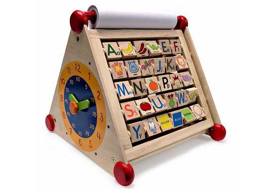 I'm TOY アイムトイ 7in1アクティビティーセンター~これ一つで7種類の遊びができて、子ども達のあらゆる好奇心を満足してくれるアイムトイの木製知育玩具です。