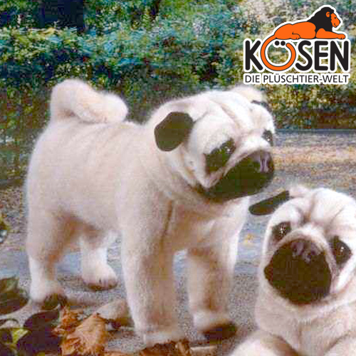KOESEN ケーセン社 パグ 立ち 5890~ドイツ・KOESEN/KOSEN(ケーセン社)の動物のぬいぐるみ。愛らしい表情の犬(イヌ/いぬ)のぬいぐるみです。出産祝い クリスマス プレゼント 結婚記念日 出産したママへのご褒美にもおすすめ